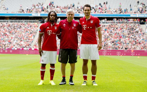 Dve najvýraznejšie a najdrahšie posily Bayernu. Mats Hummels(vpravo)a Renato Sanchez (vľavo).