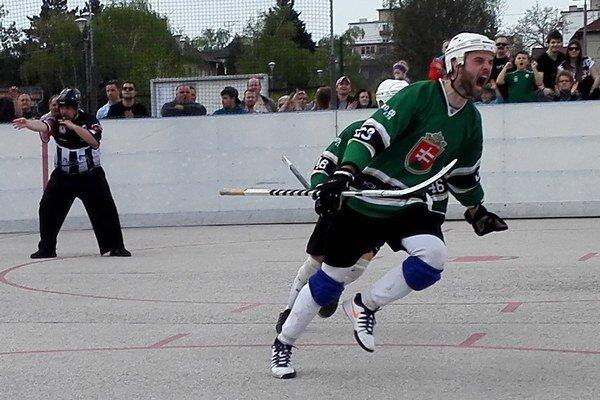 Marek Škadra (Hokejmarket Skalica) sa raduje z víťazného golu.
