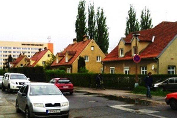 Vilky vpravo pamätajú začiatky Slovenského hodvábu.