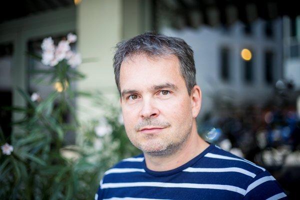 Moderátor vedomostnej súťaže DUEL a magazínu o vede a technike VAT.