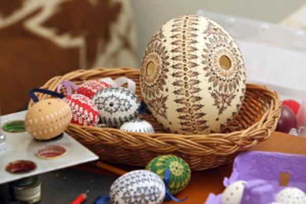 Veľkonočná výstava Gúľalo sa vajíčko je v týchto dňoch v Hornonitrianskom múzeu v Prievidzi.