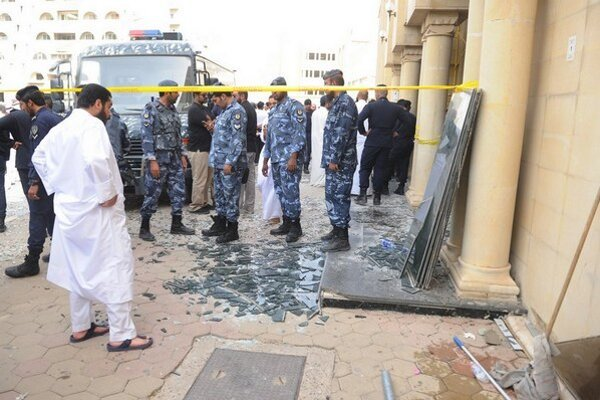 Bezpečnostné jednotky na mieste výbuchu.