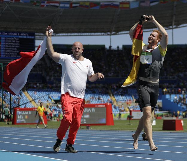 Piotr Malachovski počas oslavného kola víťazov diskárskej súťaže. Neskôr priznal, že bojoval o zlato, ale teraz vyzýva všetkých, aby bojovali o niečo cennejšie. Život chorého chlapca.