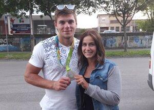 Denis Myšák s priateľkou.