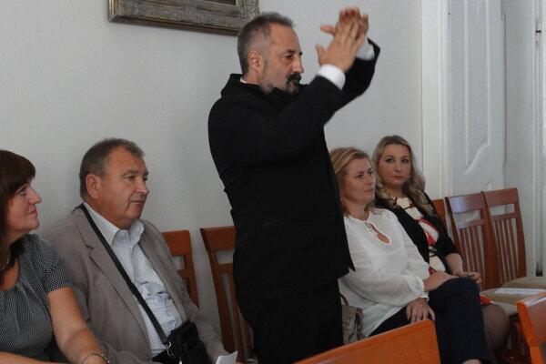 Jaroslav Dubec vyzýva poslankyňu Alžbetu Esterkovú, aby z etických dôvodov nevolila samu seba za kontrolórku. Zbytočne.
