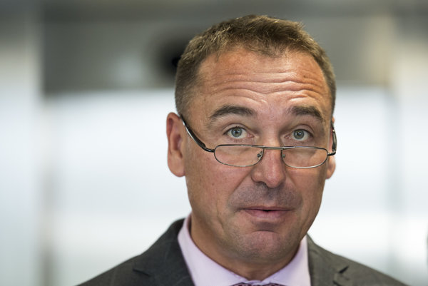 Minister Brecely podal demisiu.