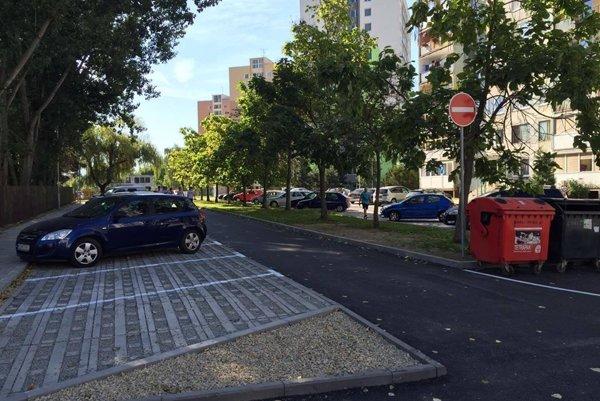 Nové parkovacie miesta.