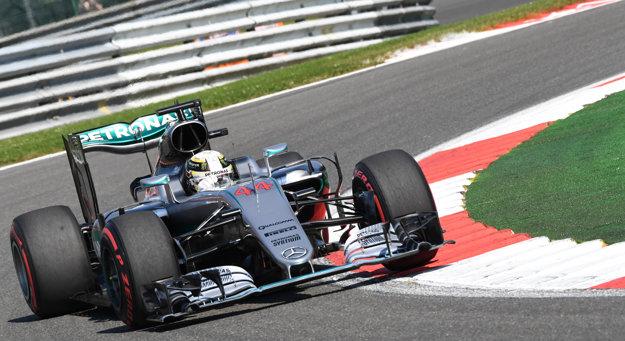 Lewis Hamilton predviedol na Veľkej cene Belgicka skvelý výkon.