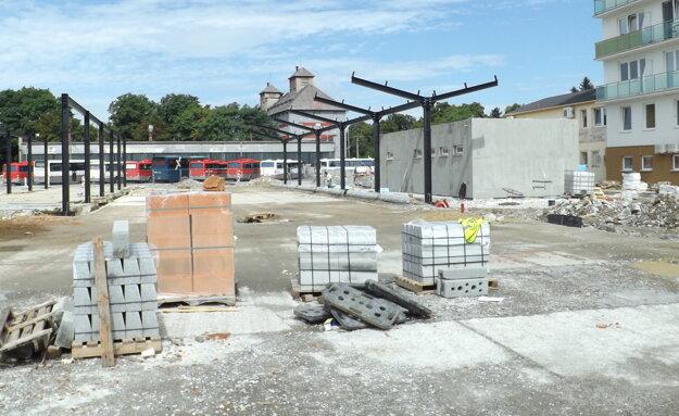 Nové prístrešky začali stavať vlani v lete.