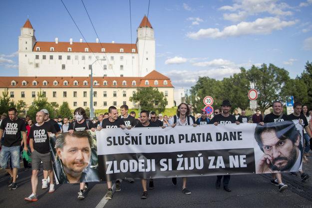 Korupcia trápi aj Slovákov.