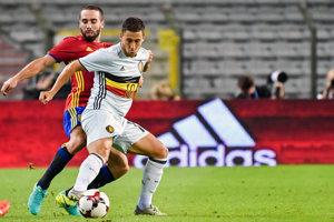 Eden Hazard a Dani Carvajal (v červenom) počas zápasu Belgicko - Španielsko.