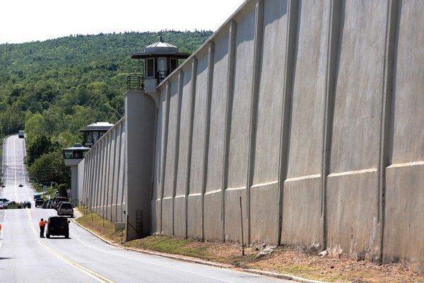 Väzni ušli z väzenia Clinton s najprísnejším strážením v dedine Dannemora štátu New York na severovýchode Spojených štátov.