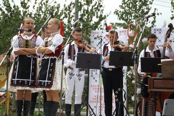 Muzikanti spod Dukly. Naspievali piesne Ladislava Macka.
