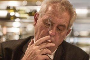 Tuhý fajčiar Zeman protifajčiarsky zákon vetovať nebude.