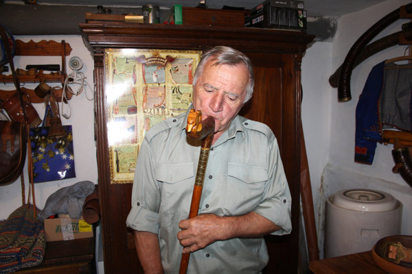 Michal Ondrejovič vyrába trembity, špeciálne hudobné nástroje.