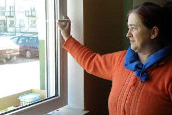 Mária lacková má so zatváraním okien problémy.
