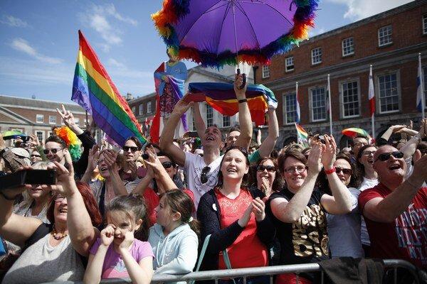 Íri v prelomovom referende odsúhlasili uzákonenie možnosti uzatvárať manželstvá bez ohľadu na pohlavie.