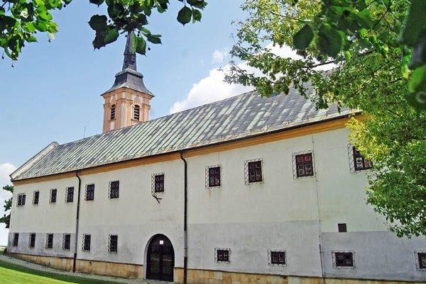 Františkánsky kostol a kláštor v Nových Zámkoch.