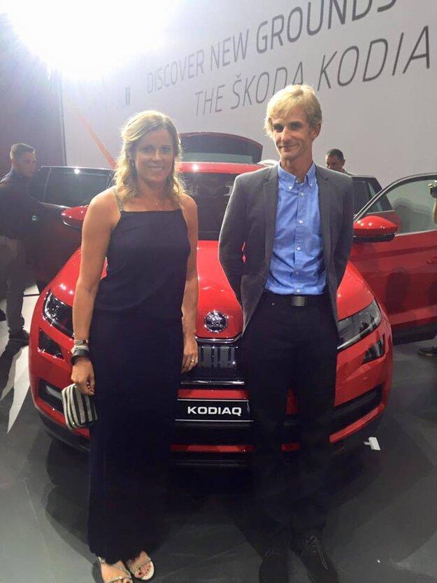 Na svetovej premiére nového automobilu Škoda Kodiaq sa stretla s cyklistom Petrom Velitsom.