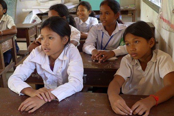 Kambodžské deti sa v škole učia aj sebavedomiu.