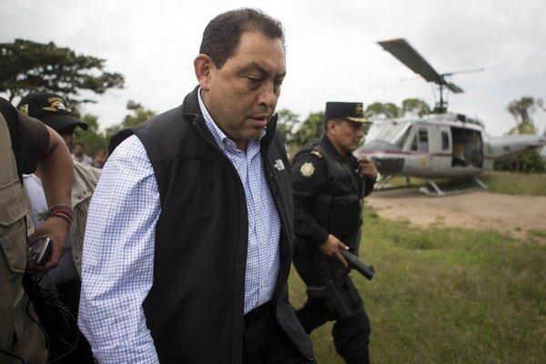 Odstúpil aj šéf rezortu vnútra, Mauricio López.