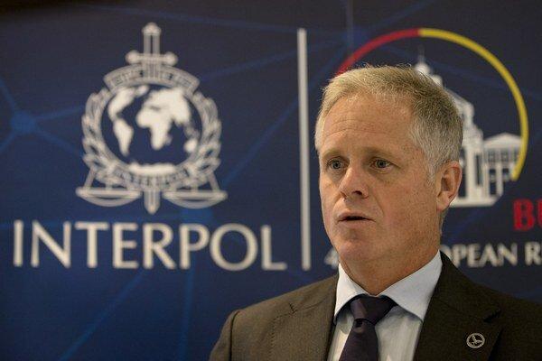 Riaditeľ Interpolu pre špecializovaný zločin a analýzy Glyn Lewis.