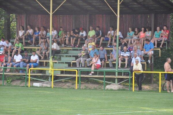 Až desať gólov videli diváci v Dlhej nad Oravou.