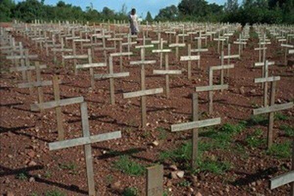 Pri genocíde z roku 1994 zahynulo 800 000 príslušníkov etnickej skupiny Tutsiov a politicky umiernených Hutuov.
