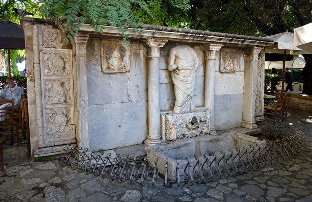 Známa fontána Bembo.