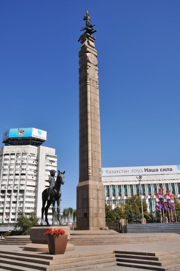 Námestie republiky s obeliskom.