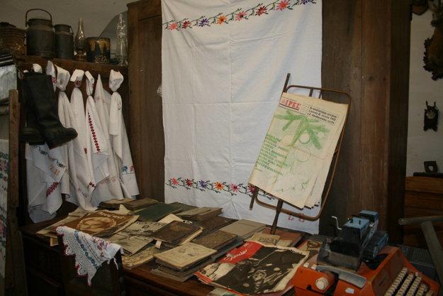Múzeum vystavuje predmety spojené s Haličou i okolím.