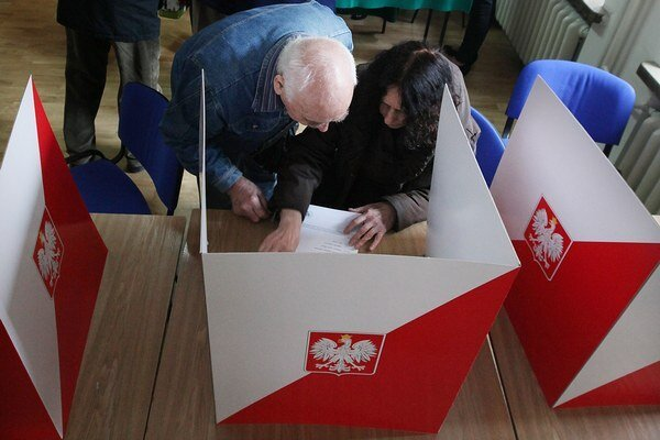 Poliaci si volia novú hlavu štátu.
