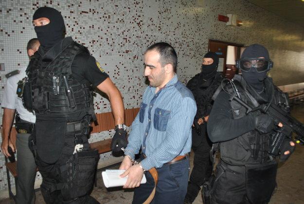 Hamzata odvádzajú späť do väzby.