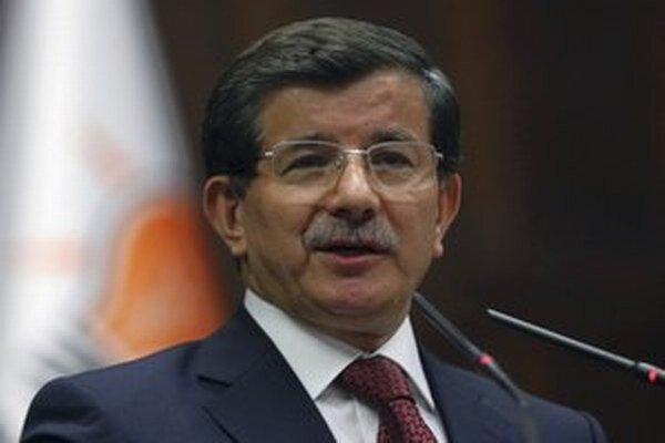 Davutoglu uskutočnil návštevu hrobky v čase špekulácií, že Turecko sa chystá zasiahnuť vojensky v Sýrii. Premiér však tieto dohady odmietol.