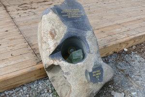 Základný kameň sklárskej pece.