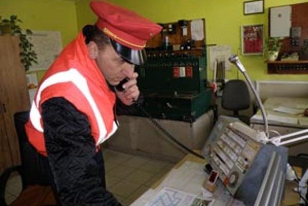 Pavol Jakubík výpravcom v Kostoľanoch zostal, aj keď vlaky už nevypravuje.
