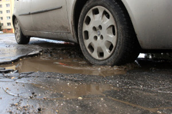 Výtlky majú na vozidlá nepriaznivý vplyv.