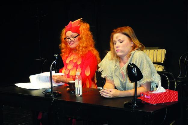 Hereckú šatňu v divadle predstavili cez úryvok z komédie Dámska šatňa, zľava Eva Pavlíková a Alena Pajtinková.