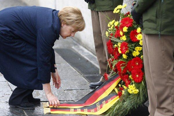Sedemdesiate výročie oslobodenia koncentračného tábora Dachau si spolu s preživšími a niekoľkými americkými vojakmi pripomenula aj nemecká kancelárka Angela Merkelová.