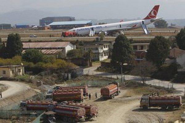 Letisko môžu ďalej používať iba lietadlá strednej veľkosti, ale nie veľké vojenské a nákladné lietadlá.