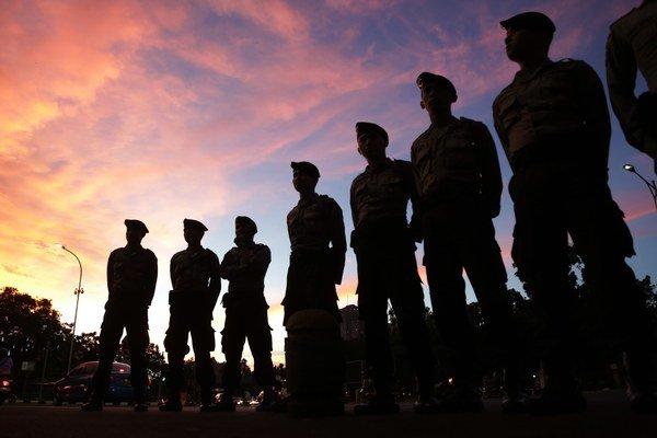 Indonézia je známa svojimi prísnymi protidrogovými zákonmi. Vykonávanie popráv obnovila v roku 2013 po päťročnej prestávke.