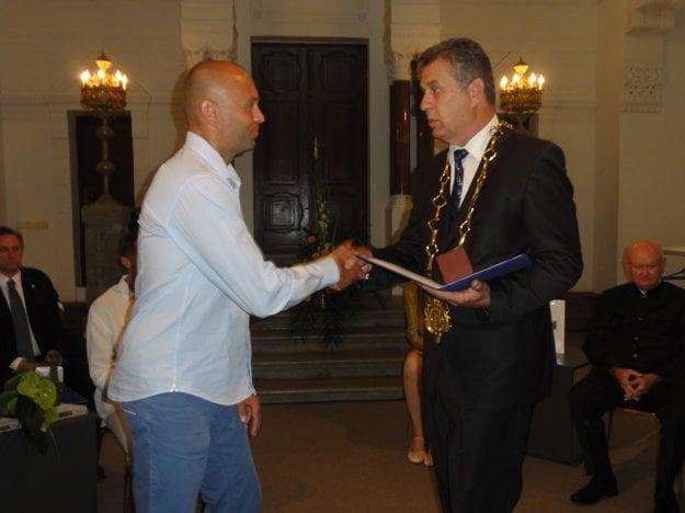 Súčasný tréner VK Bystrina SPU Marek Kardoš dostal Cenu primátora Nitry.