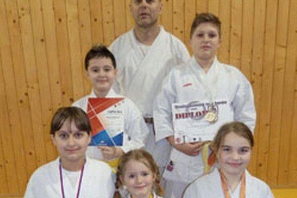 Karatisti z Karate klubu Topoľčany.