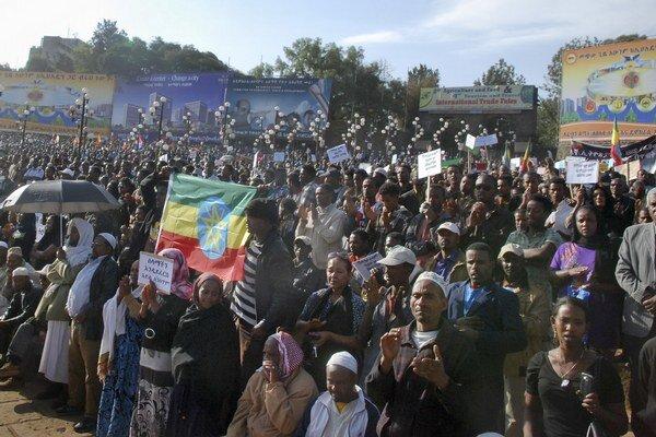 Viac ako 100-tisíc Etiópčanov demonštrovalo proti zabíjaniu etiópskych kresťanov moslimskými extrémistami v Líbyi.