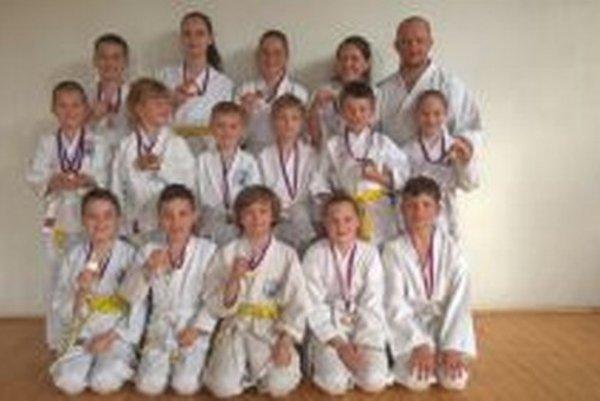 Medailisti z Karate klubu Kumade Topoľčany.