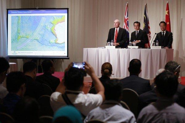 Lietadlo spoločne hľadajú Malajzia, Austrália a Čína.