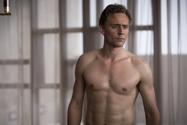 Tom Hiddleston v apokalyptickom filme High-Rise.