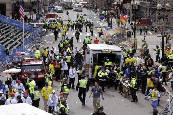 Pri bombovom útoku v blízkosti cieľovej rovinky známeho bostonského maratónu zahynuli 15. apríla 2013 traja ľudia a 264 utrpelo zranenia.