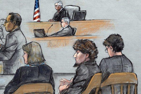 Carnajev sledoval vystúpenie obžaloby bez reakcie.