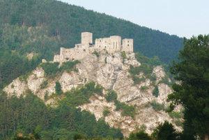 Bralo pod hradom Strečno sa tento rok sanácie nedočká.